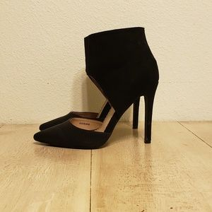 Journee Collection black pointed toe heels